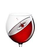 在一块玻璃的红葡萄酒在白色背景 饮料和酒精的概念 库存照片