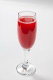 在一块玻璃的红葡萄酒在白色背景 库存照片