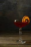 在一块玻璃的酒与柑橘 免版税图库摄影