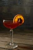 在一块玻璃的酒与柑橘 库存图片