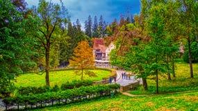 在一处美好的童话风景的秋天 免版税库存图片