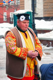 在一套传统服装打扮的一个人 库存图片