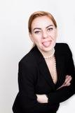 在一套衣服的有吸引力和精力充沛的企业woma在显示舌头的赤裸身体 免版税库存图片
