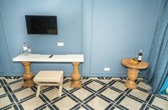 在一家五星旅馆的公寓的就座角落在Kranevo,保加利亚 免版税图库摄影