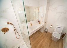 在一家五星旅馆的公寓的洗手间在Kranevo,保加利亚 免版税图库摄影