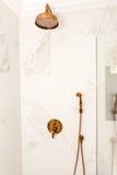在一家五星旅馆的卫生间里淋浴客舱在波摩莱,保加利亚 库存照片