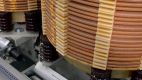 在一家制造工厂的高压变压器 电源变压器 文本的翻译:运作的位置  影视素材