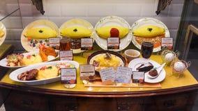 在一家日本餐馆前面的食物模型 免版税库存图片