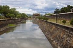 在一座城堡的护城河颜色的 免版税图库摄影
