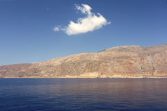 在一座大山的一点云彩 免版税图库摄影