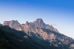 在一座山的蓝天在提洛尔 库存图片