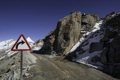 在一座山的路在Ladakh 免版税图库摄影