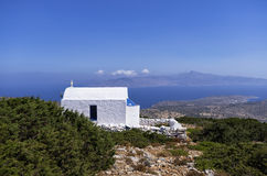 在一座山顶部的教堂在Iraklia海岛,基克拉泽斯,希腊 图库摄影