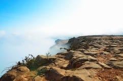 在一座山顶部的看法在云彩 图库摄影