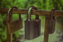 在一座桥梁的爱挂锁在亚列姆切 免版税库存照片