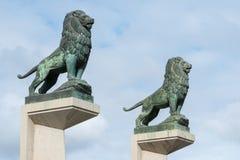 在一座桥梁的狮子在萨瓦格萨西班牙 免版税库存照片