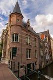 在一座桥梁的角落在阿姆斯特丹 免版税库存照片