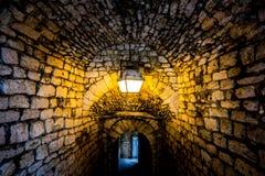 在一座老法国城堡的通道 免版税图库摄影