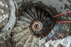 在一座老灯塔的螺旋形楼梯 库存图片