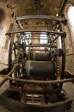在一座钟楼的中世纪钟表机构在卢卡,托斯卡纳 免版税库存照片