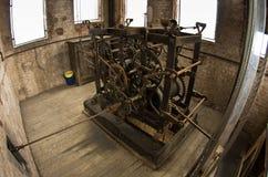 在一座钟楼的中世纪钟表机构在卢卡,托斯卡纳 免版税库存图片