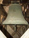 在一座钟楼里面的响铃在教会里 免版税图库摄影
