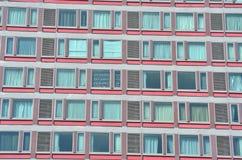 在一座高层建筑物的玻璃结构样式 图库摄影