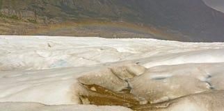 在一座高山冰川的彩虹 免版税库存图片
