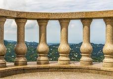 在一座高山的大阳台 免版税库存图片