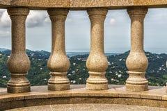 在一座高山的大阳台 免版税库存照片
