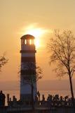 在一座高灯塔的日落 免版税库存图片