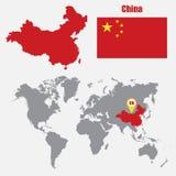 在一张世界地图的中国地图与旗子和地图尖 也corel凹道例证向量 向量例证