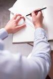 在一张女性工程师图画的肩膀的看法 图库摄影
