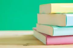 在一张木书桌上的书 免版税图库摄影