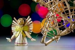 在一张木桌上的一个庆祝的圣诞节星 圣诞节得体 免版税图库摄影