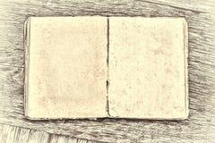 在一张木桌上的一本旧书 乡村模式 库存图片