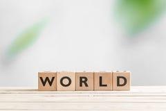 在一张木桌上的世界标志 免版税图库摄影