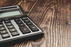 在一张木桌上的现代计算器,企业概念 图库摄影