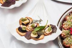 在一张桌上的可口开胃菜在餐馆 免版税库存图片