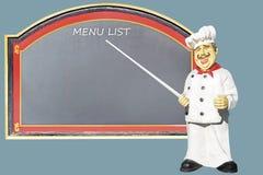 在一张桌前面的厨师与菜单 免版税库存图片