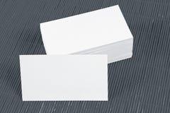 在一张竹席子的空白的名片 免版税库存图片
