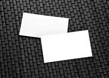 在一张竹席子的空白的名片 免版税库存照片