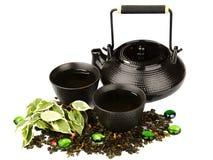 在一张竹席子的茶具 免版税库存照片