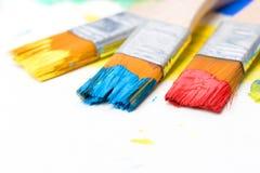 绘在一张纸的一幅画与刷子 库存图片