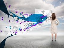 在一张纸的女实业家图画在油漆飞溅旁边 库存照片