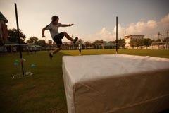 在一所学院在曼谷,在户外运动期间的小学生 图库摄影