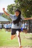 在一所学院在曼谷,在户外运动期间的小学生 库存图片