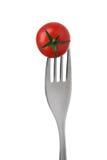 在一把叉子的蕃茄在白色 免版税图库摄影