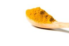 在一把木匙子的姜黄粉末 图库摄影