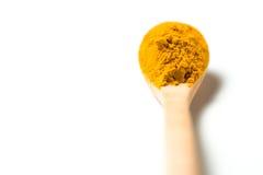 在一把木匙子的姜黄粉末 库存照片